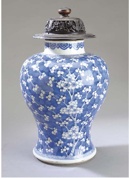 TWO CHINESE BLUE AND WHITE PORCELAIN JARS,