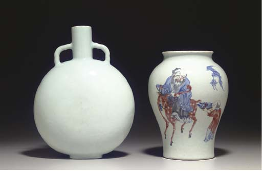 A RARE WHITE-GLAZED INCISED MOONFLASK,