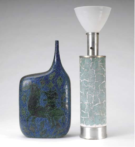 A CONTEMPORARY CERAMIC LAMP,