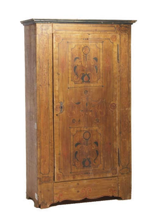 A CONTINENTAL PAINT-DECORATED SINGLE DOOR ARMOIRE,
