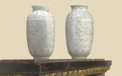 A PAIR OF CHINESE WHITE-GLAZED