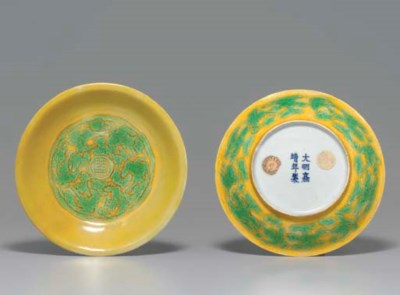 A PAIR OF GREEN AND YELLOW-GLA