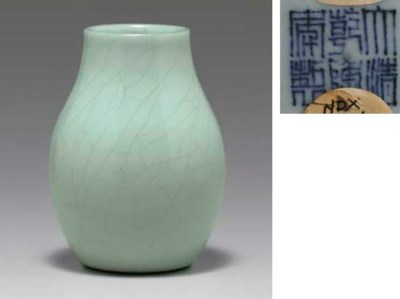 A RARE SMALL GUAN-TYPE VASE