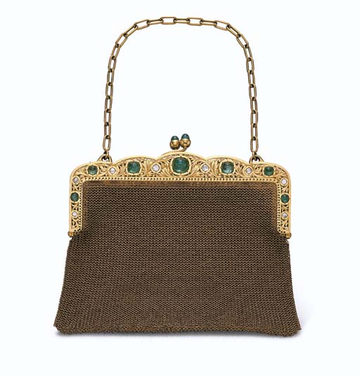 AN ANTIQUE GOLD, EMERALD AND D