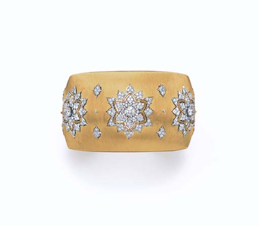 A DIAMOND AND GOLD CUFF BANGLE