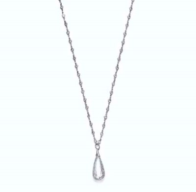A DIAMOND PENDANT NECKLACE