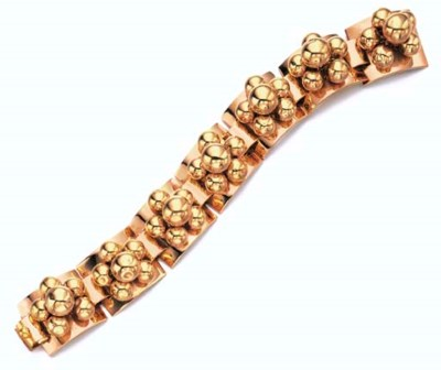 A RETRO 18K GOLD BRACELET, BY