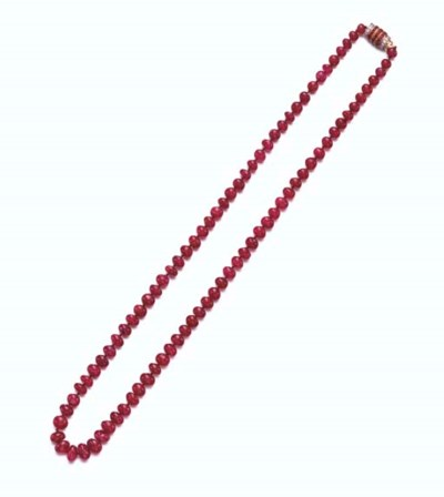 A SINGLE-STRAND RUBY BEAD NECK