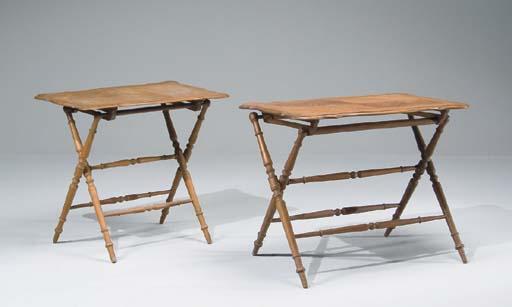 DEUX TABLES PLIANTES