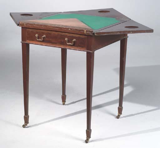 TABLE A JEUX DE STYLE ANGLAIS