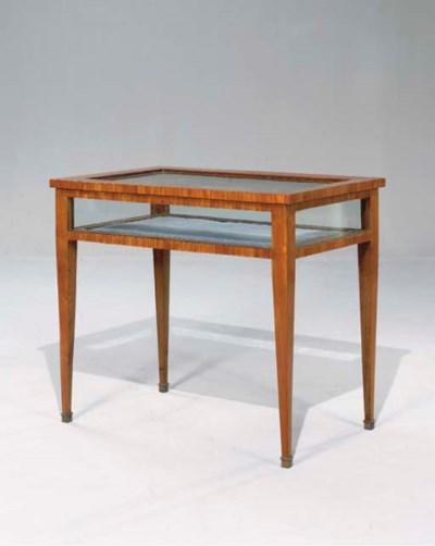 TABLE VITRINE DE STYLE LOUIS X