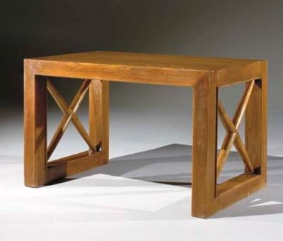 TABLE DE MILIEU VERS 1930-1940