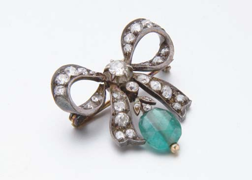 BROCHE NOEUD EMERAUDE ET DIAMA