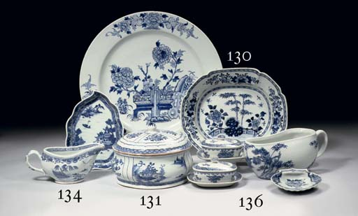 A blue and white bowl and a di