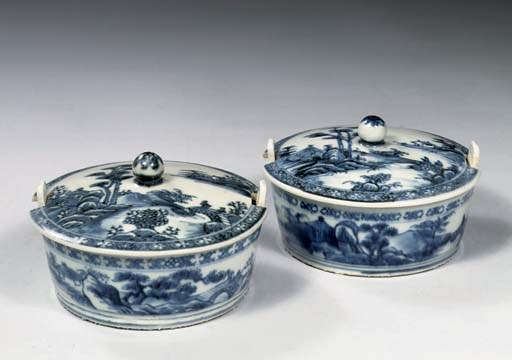 A pair of blue and white 'Nank