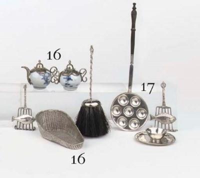 A Dutch silver miniature dish,