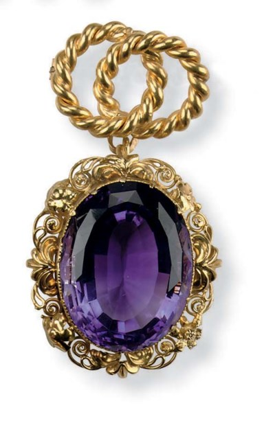 AN ANTIQUE AMETHYST PENDANT