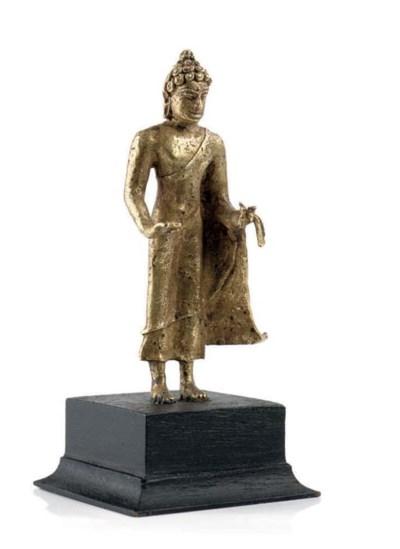 A GOLD BUDDHA STATUETTE