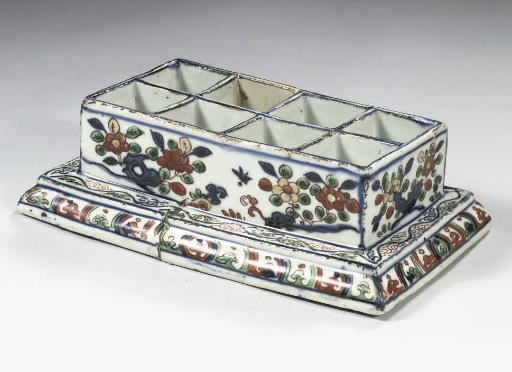 A wucai rectangular box