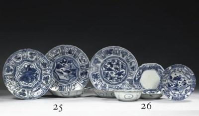 Five 'kraak porselein' saucer