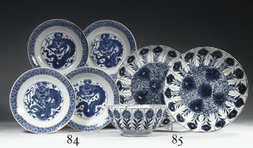 A pair of blue and white dishe
