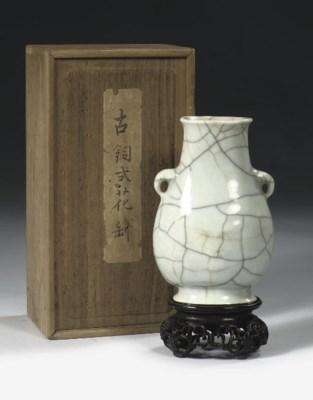 A crackle-glazed vase, hu
