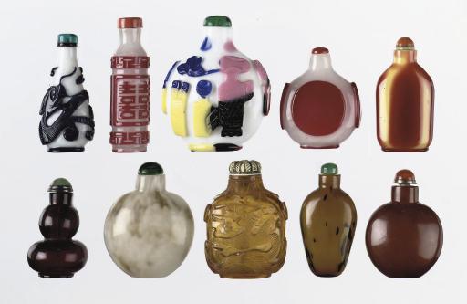 Fifteen various glass snuff bo