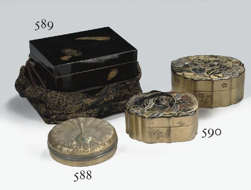 Two Chinese small lacquer boxe