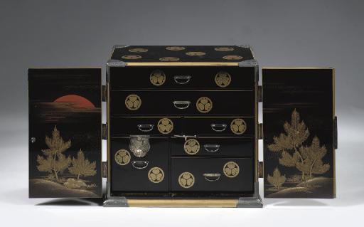 A lacquer cabinet, kodansu