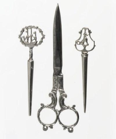 A pair of dutch silver scissor