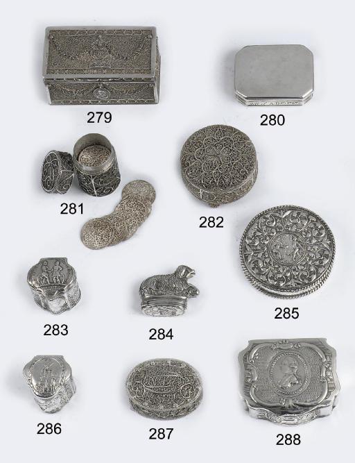 A dutch silver boite-a-mouches