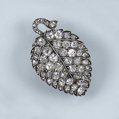 AN ANTIQUE DIAMOND LEAF BROOCH