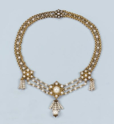 AN ANTIQUE PEARL NECKLACE