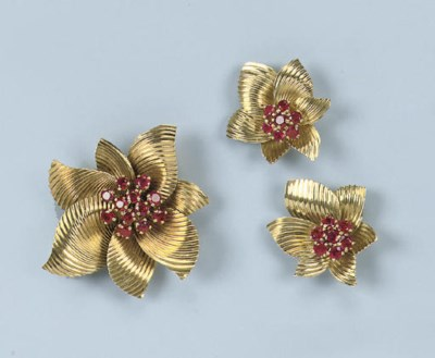 A RETRO RUBY FLOWER BROOCH AND