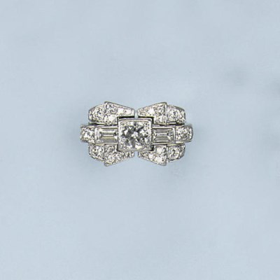 A RETRO DIAMOND DRESS RING