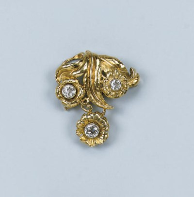 A DIAMOND FLOWER BROOCH BY, W.
