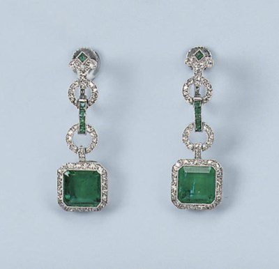 A FINE PAIR OF ART DECO EMERAL