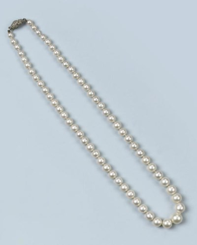 AN ANTIQUE NATURAL PEARL AND R