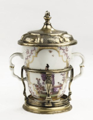A Meissen chinoiserie two-hand