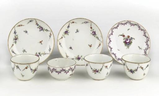 Four Loosdrecht teabowls and t