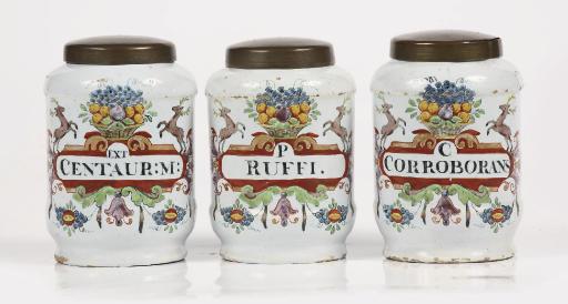 A set of three Delft doré alba