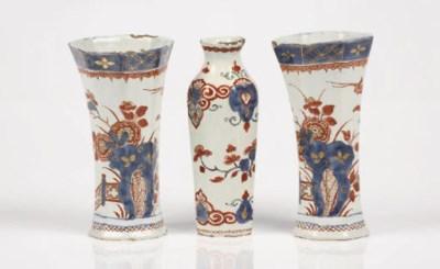A pair of Delft doré chinoiser