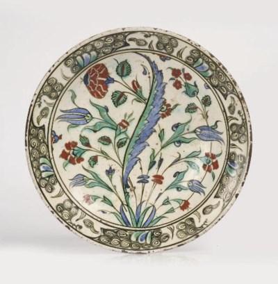 An Iznik pottery deep dish wit
