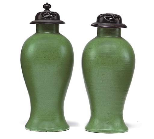 A PAIR OF CHINESE APPLE GREEN