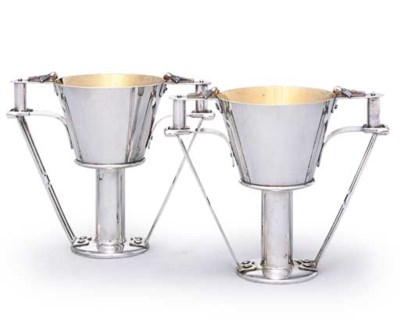 A PAIR OF RUSSIAN SILVER CUPS
