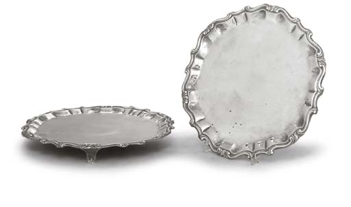 A PAIR OF ITALIAN SILVER SALVE