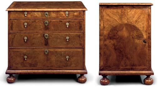 A WILLIAM AND MARY WALNUT CHES
