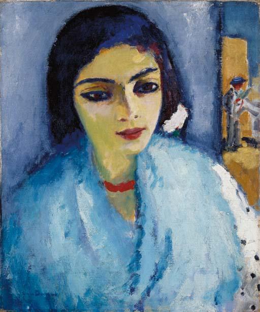 Femme en bleu au collier rouge