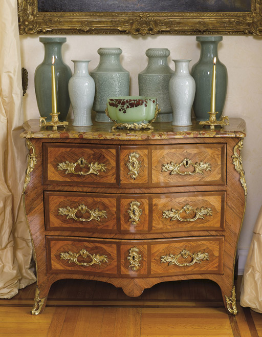 A LOUIS XV ORMOLU-MOUNTED TULIPWOOD, KINGWOOD AND AMARANTH COMMODE