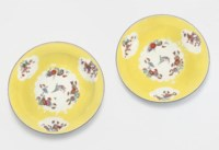 A PAIR OF MEISSEN YELLOW-GROUND PLATES FROM THE SAXON ROYAL HUNTING SERVICE